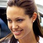 أنجلينا جولي تتبرع بـ100 ألف دولار للاجئي سوريا