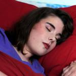 فتاة بريطانية نامت في أبريل واستيقظت في يونيو