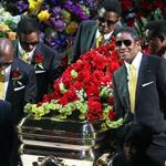 10 آلاف وردة لمايكل جاكسون في الذكرى الثالثة لوفاته