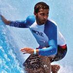 درويش أول إماراتي يتأهل لبطولة العالم لركوب الأمواج