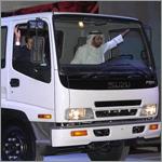 الرياض: وزير التجارة يقود أول سيارة سعودية