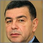 السفير المصري يلتقي موقوفين مصريين ويؤكد عدالة قضاء الإمارات