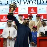محمد بن راشد يتسلم كأس بطولة العالم للخيل