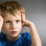 اختصاصي نفسي: 15% من الآباء والأمهات ينقلون قلقهم إلى أولادهم