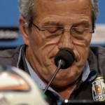 مدرب أوروغواي يعتزم الاستقالة من الفيفا بسبب عقوبة سواريز