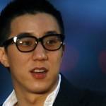 جاكي شان يشعر بالعار بسبب ابنه