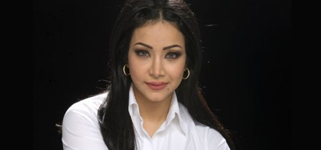 """لجين عمران لـ (الهتلان بوست):  الإعلام العربي لا يحترم الإعلامية و """"الصورة"""" همه الأول!"""