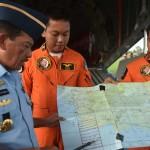 """أجسام معدنية طافية في بحر """"جاوة"""" ربما تكون حطام طائرة رحلة """"طيران آسيا 8501"""" المفقودة"""