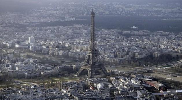 إغلاق برج إيفل بسبب مخاوف من «النشالين»