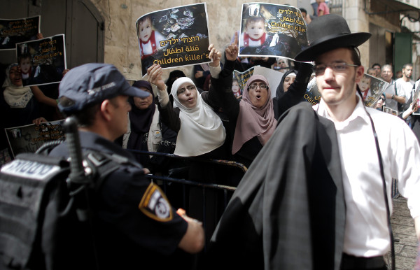 توتر في المسجد الأقصى واعتقال 6 من حراسه