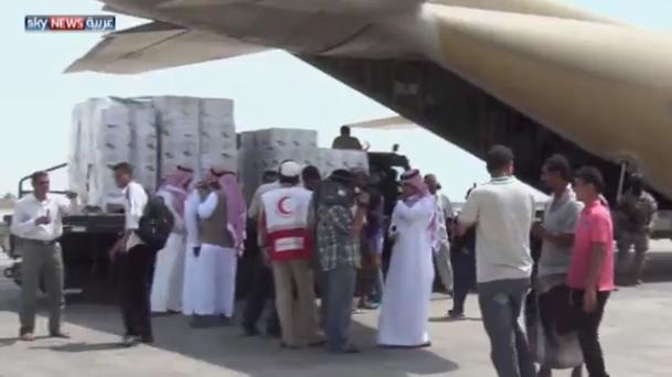 المساعدات الإنسانية للتحالف تتدفق على عدن