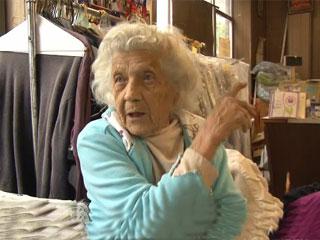 عجوز عمرها 100 عام تواظب على العمل 6 أيام أسبوعيا