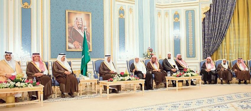 خادم الحرمين الشريفين يستقبل الأمراء والمشايخ والمواطنين
