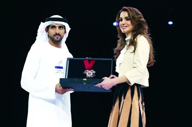 نائب رئيس الدولة يمنح الملكة رانيا ولاغارد وسام محمد بن راشد للمرأة