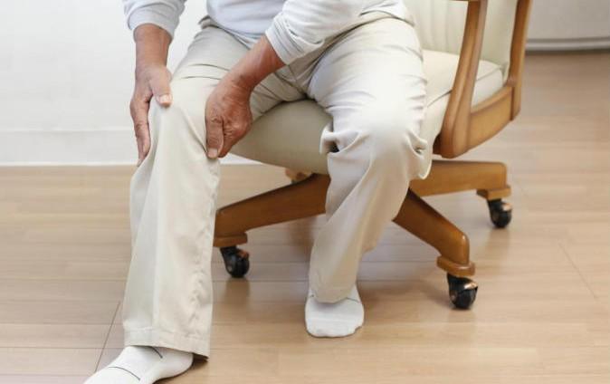 تمارين تقوية الركبة لكبار السن