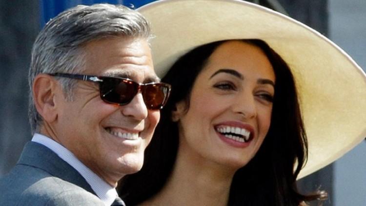 جورج كلوني: زوجتي تشمئز من ملابسي