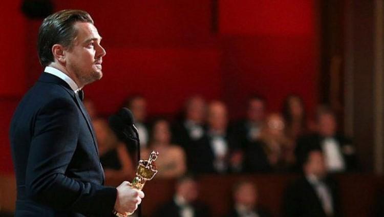 دي كابريو يفوز بجائزة أوسكار أفضل ممثل