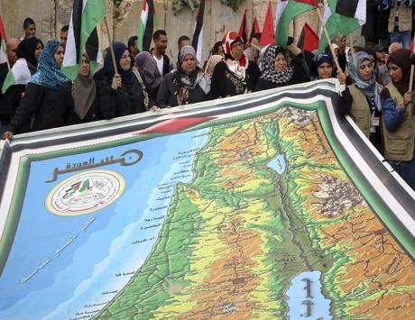 الفلسطينيون يحيون «يوم الأرض».. والاحتلال يهوِّد