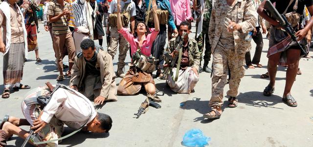 قوات الشرعية تفك حصار تعز وتصدُّ هجـوماً معاكساً