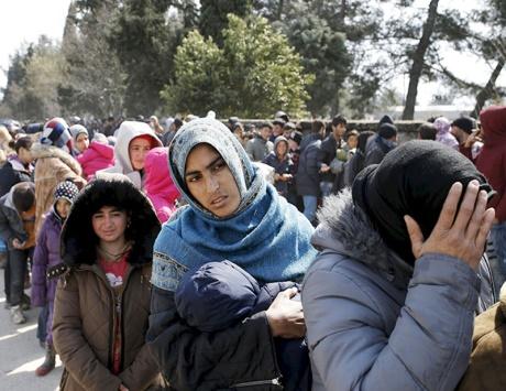 بدء عمليات إجلاء المهاجرين من إيدوميني
