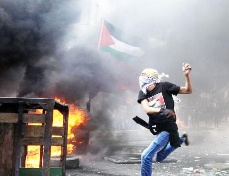 الاحتلال يحاصر الضفة ويهدم 18 منشأة قرب نابلس
