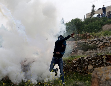 الاحتلال يعتقل فتاة في الخليل ويقمع مسيرات الضفة