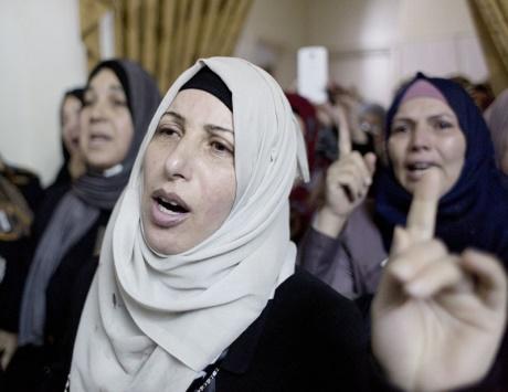 الاحتلال يعتقل 16 فلسطينياً في الضفة ويستهدف مزارعي غزة