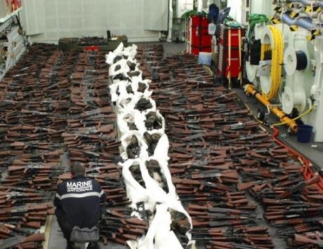 إيران «تغيث» الحوثيين بشحنة أسلحة