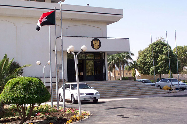 السودان يدعو مصر للتفاوض المباشر حول حلايب وشلاتين
