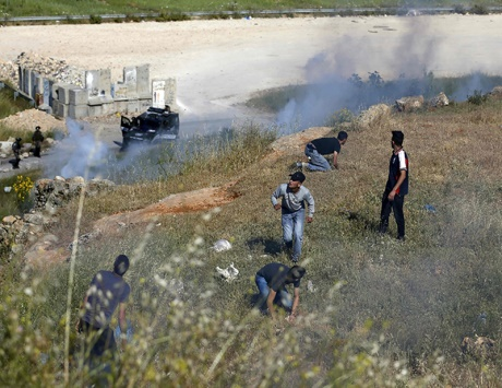 الاحتلال يضيّق على المصلين بالأقصى ويعتقل العشرات