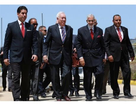 دعم خليجي وأمريكي لعقد لقاءات بين الأطراف الليبية في مكة