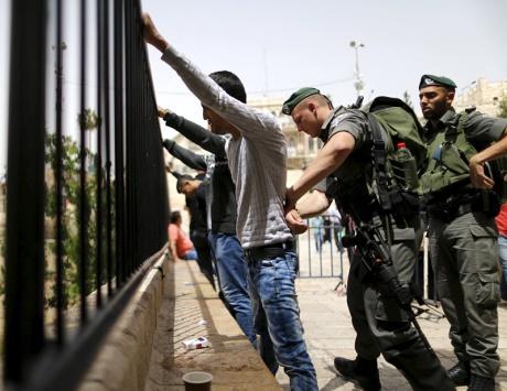 إصابات واعتقالات خلال قمع مسيرات الضفة الأسبوعية