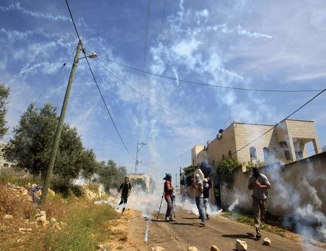 الاحتلال يعتقل 19 فلسطينياً ويستهدف صيادي غزة