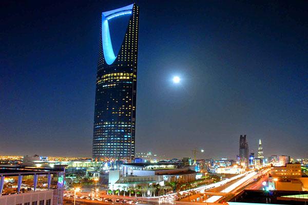 خادم الحرمين يقيل وزيراً سعودياً بعد ارتفاع الأسعار