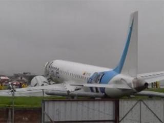 طائرة تنحرف عن المدرج وتهبط في شارع عام
