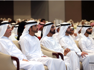محمد بن راشد يكرم خريجي دفعتين من كليات التقنية العليا
