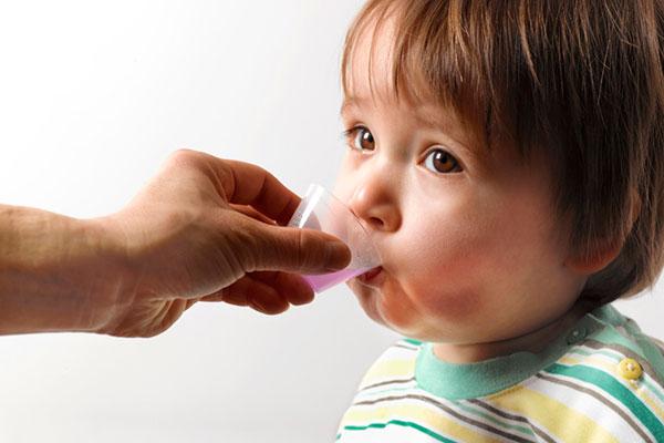 «الصحة» تحذر من إعطاء الأطفال أدوية السعال دون وصفة