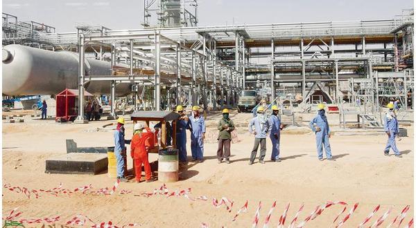 الكويت على خطى السعودية..وأسعار النفط تلامس مستويات جديدة