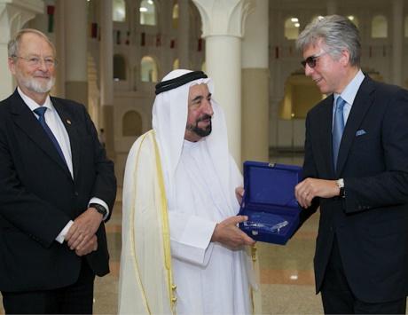 سلطان يبحث سبل التعاون بين «أمريكية الشارقة» و«إس إيه بي» العالمية