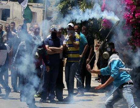 الاحتلال يهاجم صيادي غزة ويسلم جثمان شهيدة لذويها