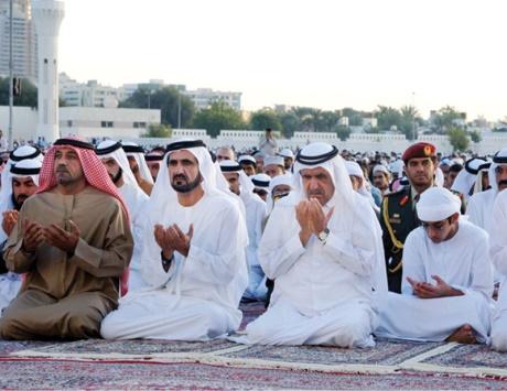 محمد بن راشد يبتهل إلى الله بمداد القلب