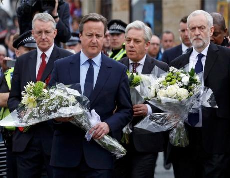 بريطانيا تعلق حملات استفتاء الخروج وكاميرون يدعو للتسامح