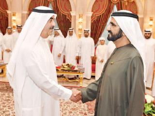 محمد بن راشد يتبادل مع حاكم أم القيوين التهاني بحلول رمضان