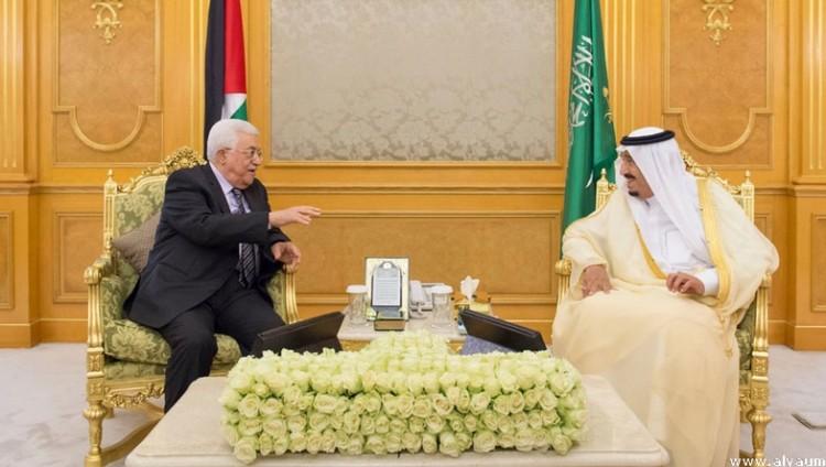 خادم الحرمين الشريفين يبحث مع الرئيس عباس مستجدات الأوضاع الفلسطينية