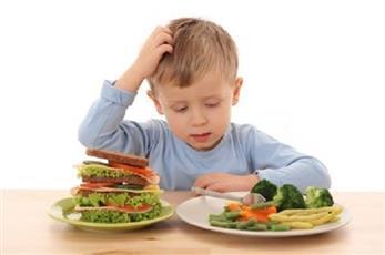 لا تجبر طفلك على تناول الطعام كاملاً