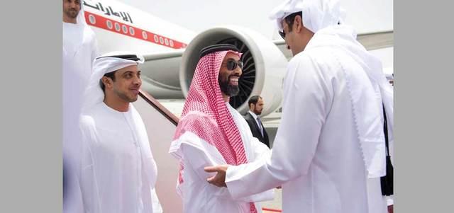 محمد بن زايد يبحث مع أمير قطر التعاون الأخوي والقضايا الإقليمية والدولية