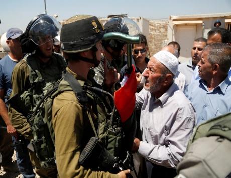 شهيد وجريح بالرصاص وهدم منزلين في القدس واعتقال 16 فلسطينياً