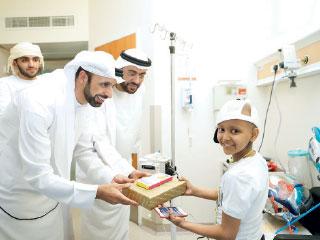 «هدية فوقها عيدية» من «الوطني للإعلام» للأطفال المرضى بـ «توام»