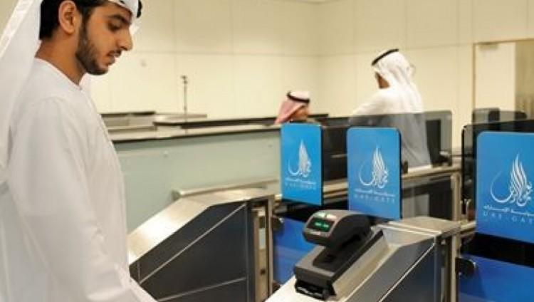 «إقامة دبي» تُفَعّل خدمة نظام البوابة الإلكترونية في بطاقة الهوية بمطار دبي