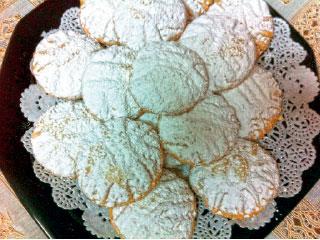 الأطباء: كعك العيد والمملحات دون إفراط